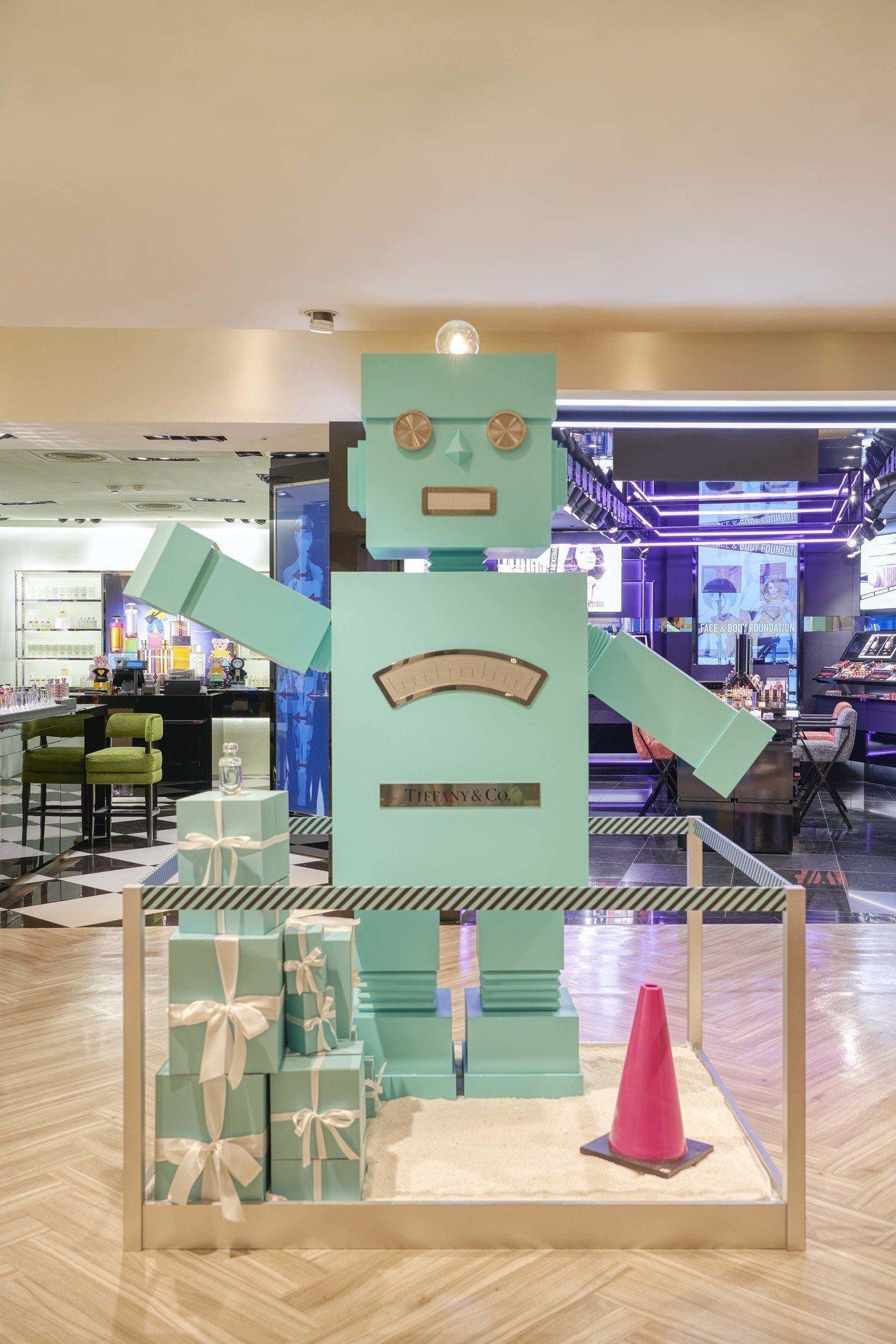 今年耶誕節Tiffany & Co.以機器人為主題,打造出1:1的巨型藍色機器人...