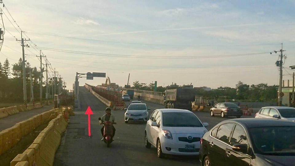 嘉義縣民雄陸橋拓寬工程,將於12月中旬改走橋樑外側路段。圖/民雄鄉公所提供