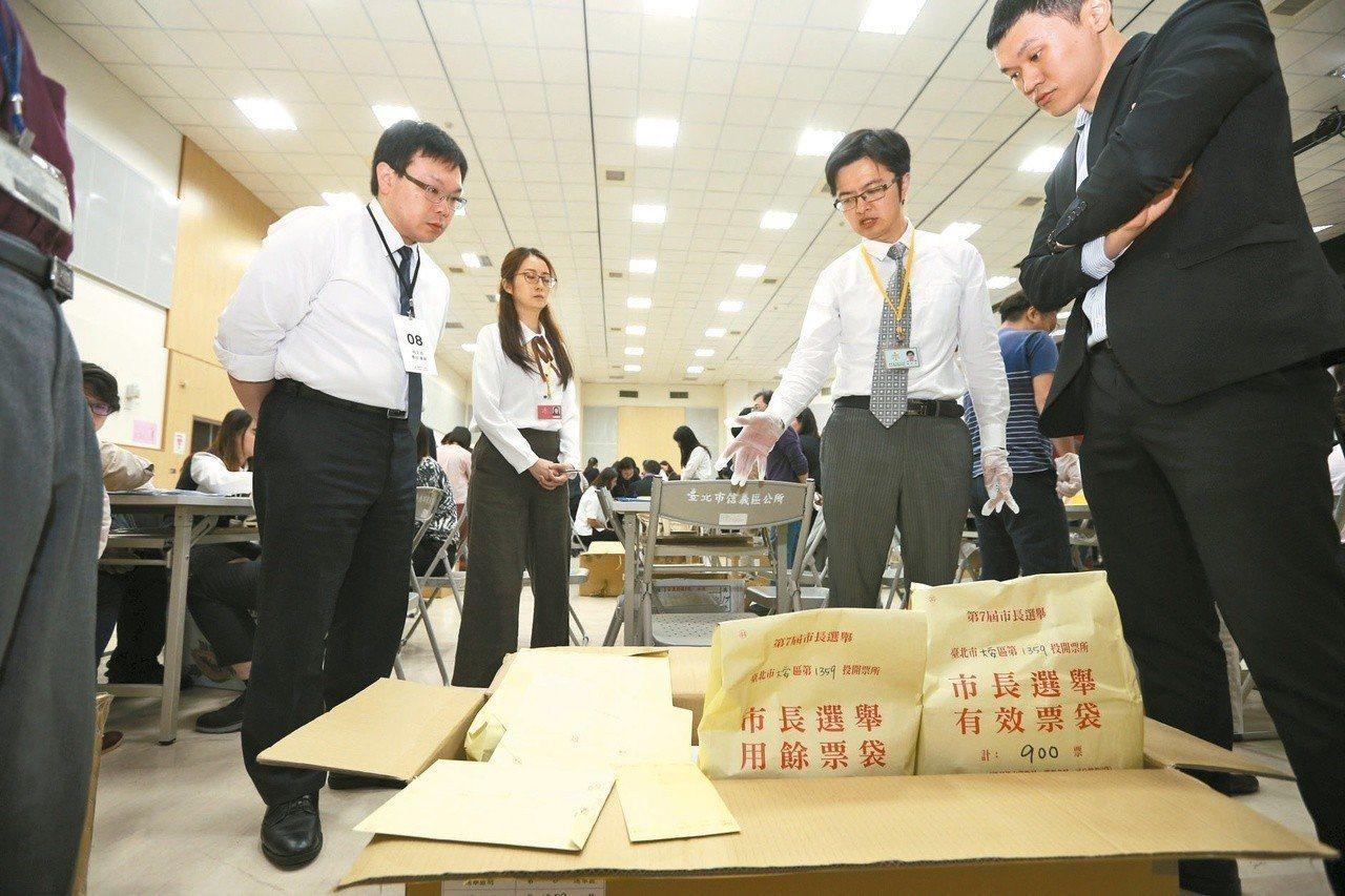 台北市長選舉昨天開始驗票。 圖╱台北市攝影記者聯誼會提供