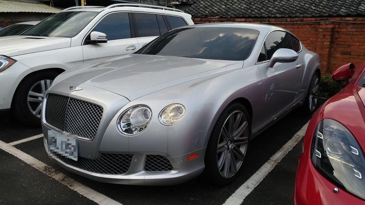 價值超過千萬元的2013年賓利CONTINENTAL GT紀念版6千CC雙門跑車...
