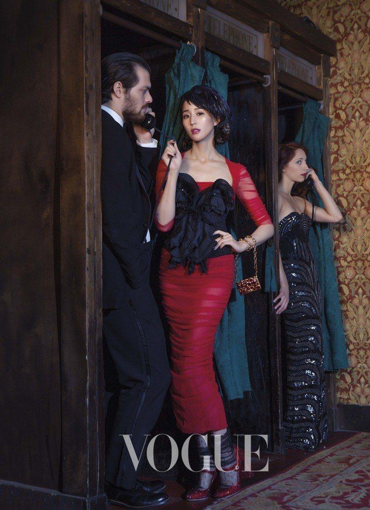 張鈞甯在紐約酒吧拍攝封面。圖/VOGUE提供