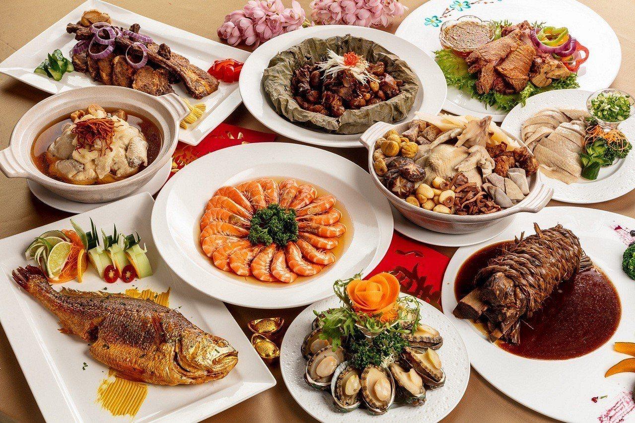 福容大飯店台北一館金豬年外帶年菜,砂鍋八寶雞燉湯是最推菜色。