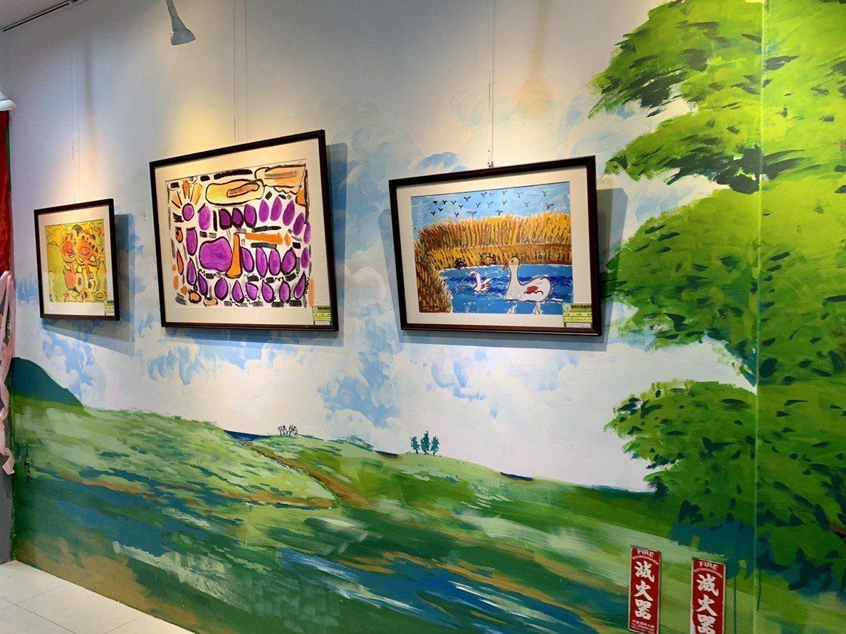 彩繪壁面作品分別為草原的天空、樹的天空、海的天空等,創作原意是希望家園的慢飛天使...