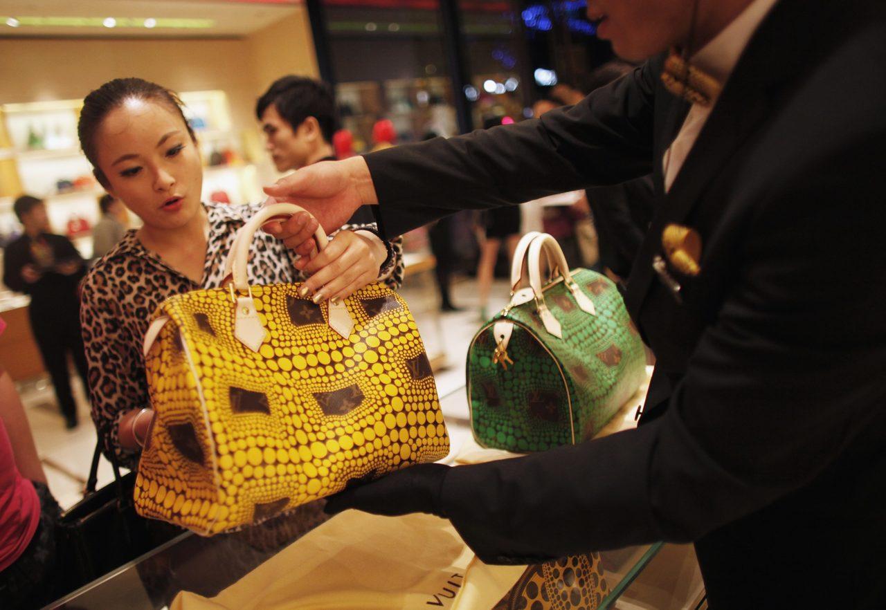 中國千禧世代女性的時尚意識抬頭,是驅動中國奢侈品消費的關鍵族群。 路透