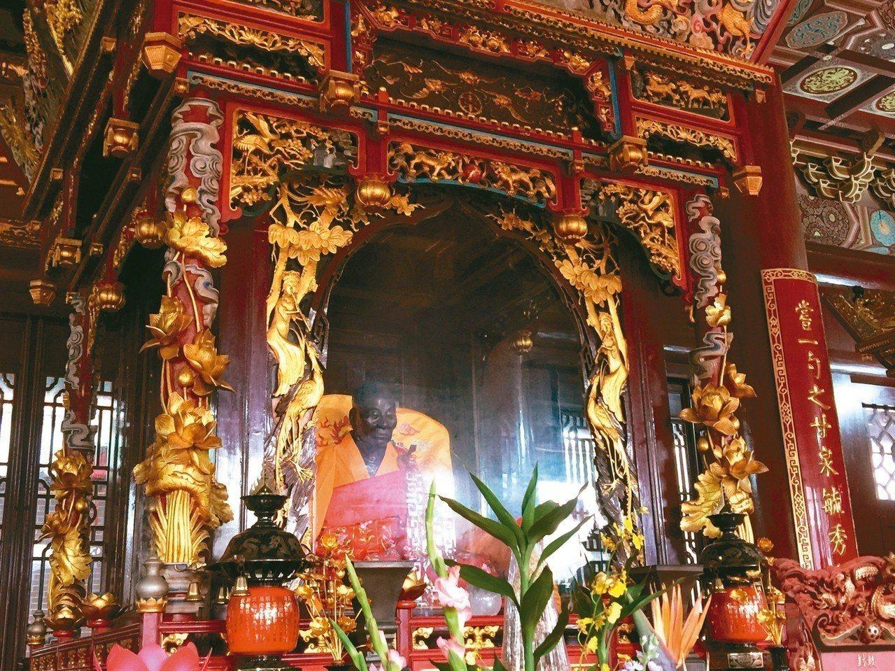 南華寺最珍貴文物「鎮山之寶」:六祖惠能真身坐像。 記者汪莉絹/攝影