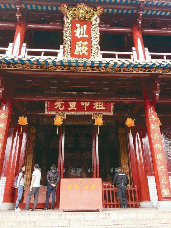供奉六祖惠能真身坐像的六祖殿。 記者汪莉絹/攝影