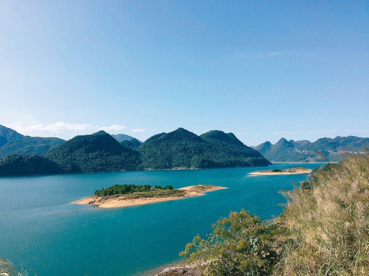 韶關市南水湖,是廣東第三大人工湖,因湖水清澈湛藍,又被稱為「藍水湖」。南水湖及其...