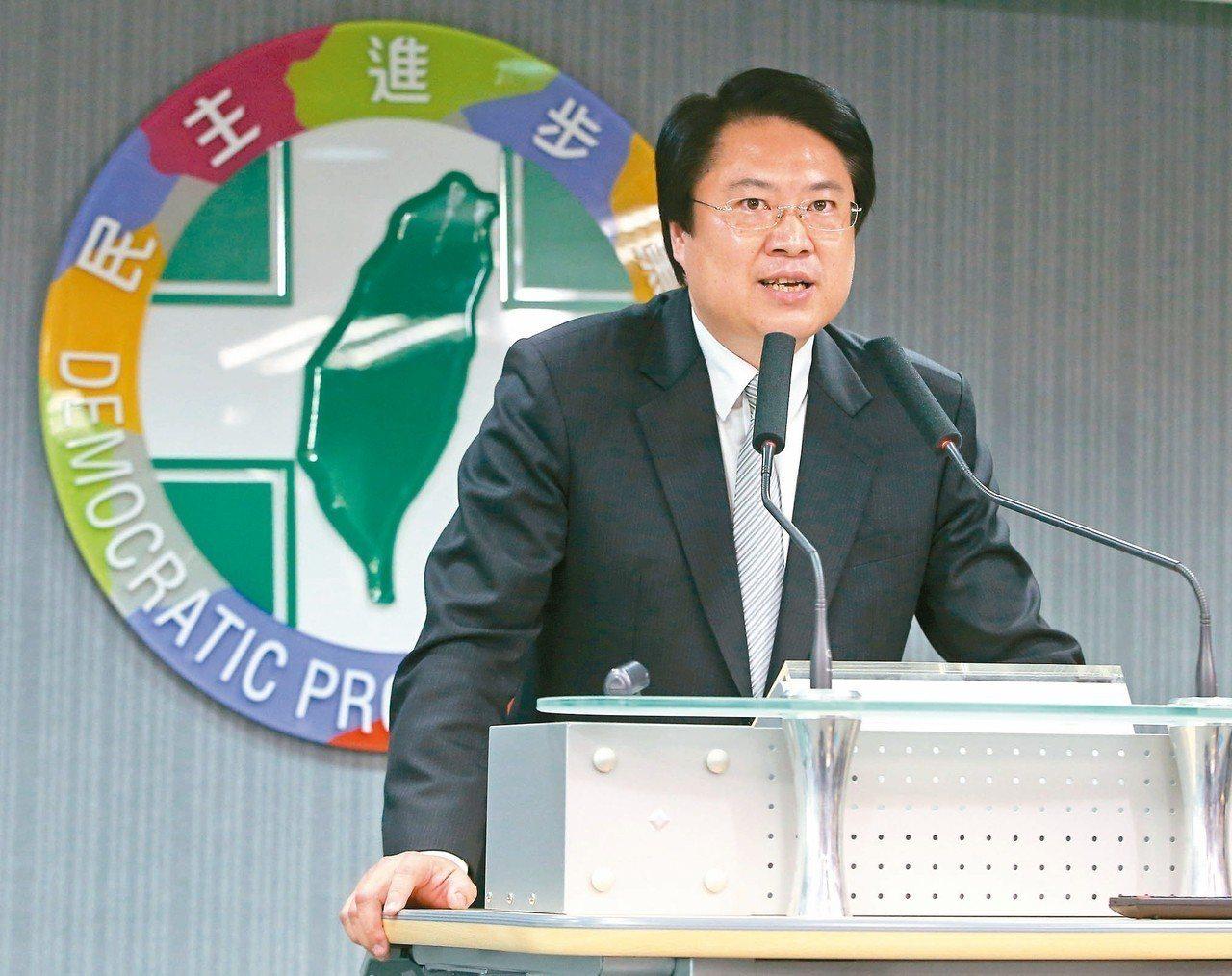 民進黨代理主席林右昌受訪表示,民進黨兩度成為執政黨,人民不欠民進黨,這次選舉慘敗...