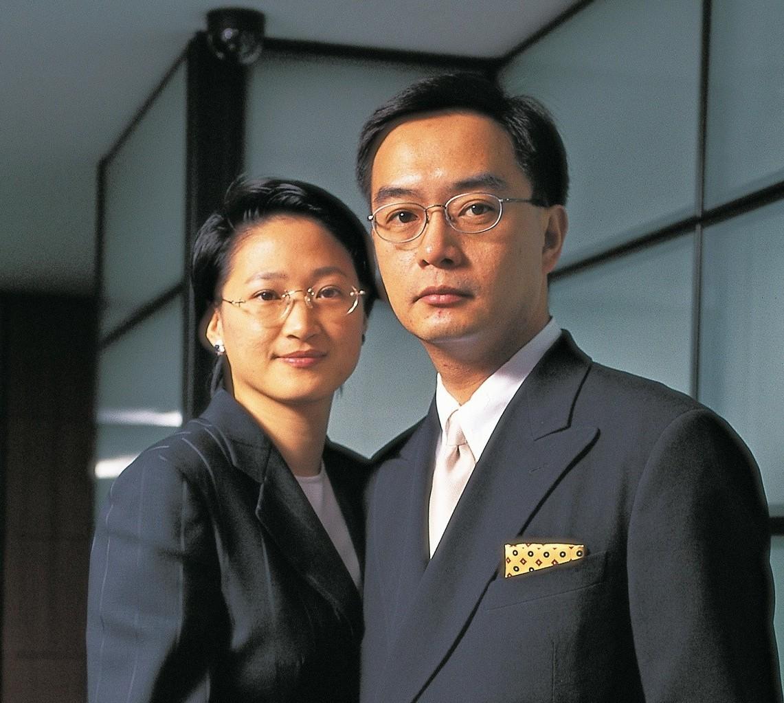 嚴凱泰(右)病逝,遺孀嚴陳莉蓮(左)接下裕隆董事長。 圖/裕隆集團提供