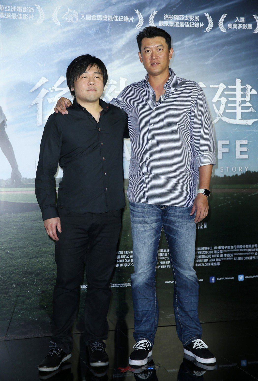 「後勁:王建民」紀錄片,導演陳惟揚(左)、王建民 (右)。記者曾吉松/攝影