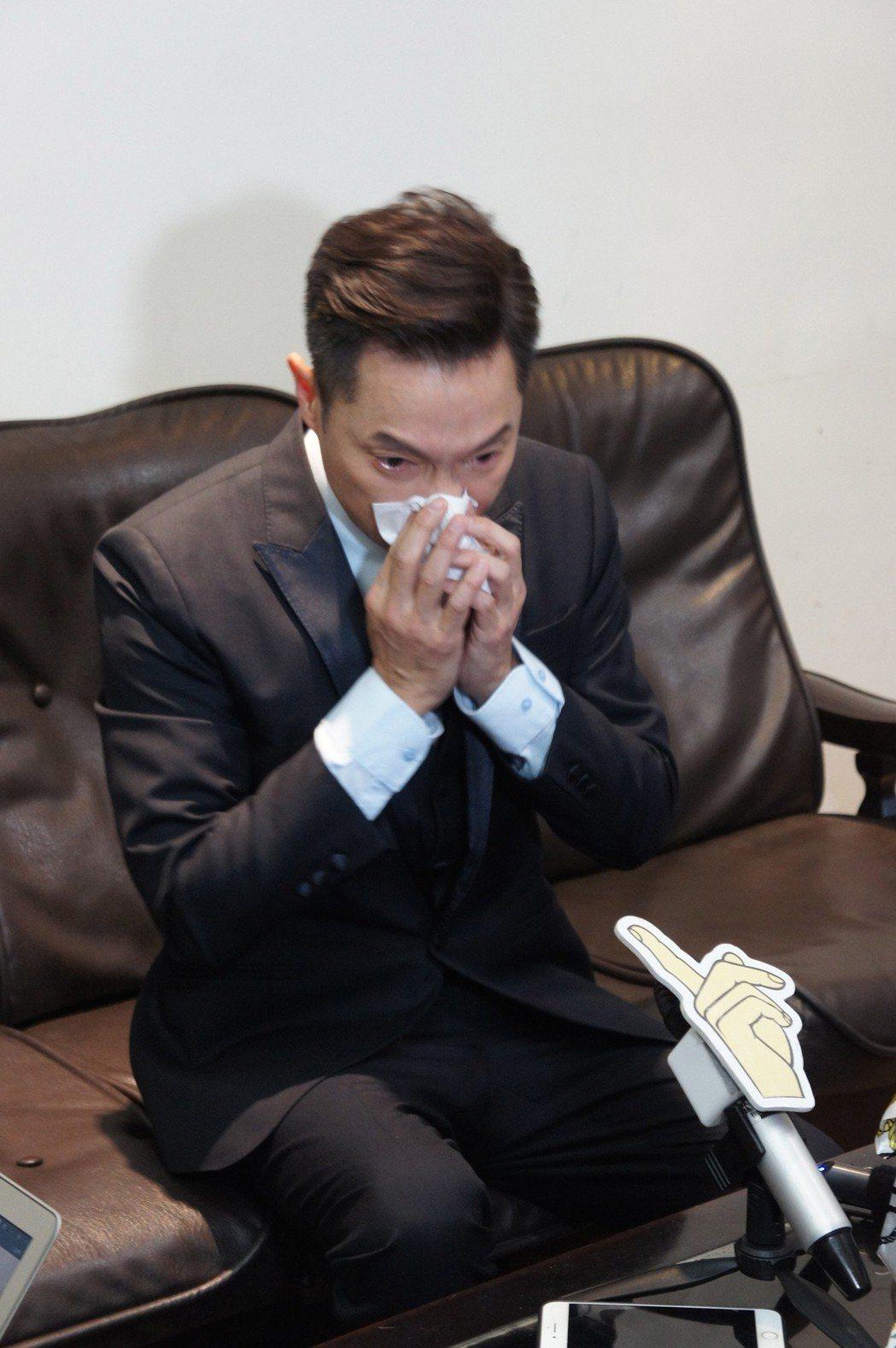 謝祖武提到媽媽失智,忍不住紅眼眶落淚。圖/台灣失智症協會提供