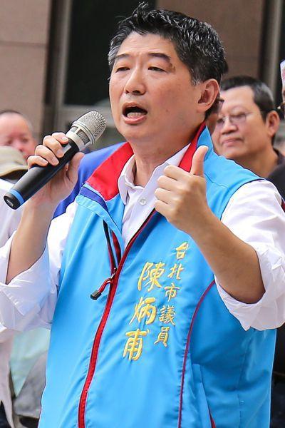 第一高票連任的台北市議員陳炳甫被相中,但他說「不可能主動登記參選」。 圖/聯合報...