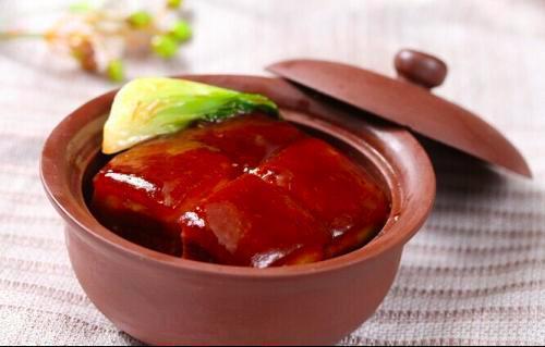 杭州的杭幫菜,很符合台灣人的口味,名菜東坡肉就是杭幫菜一絕。圖/取自新浪網