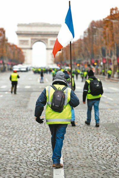 法國政府4日宣布暫緩實施提高燃料稅的計畫,希望平息民怨。 法新社