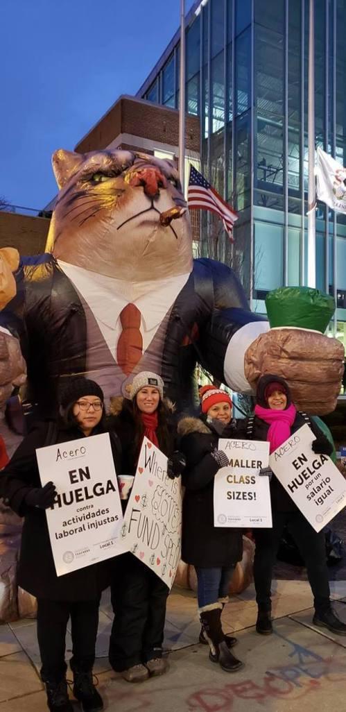 芝加哥阿賽羅特許學校500名工作人員4日集體罷工,這也是美國史上特許學校罷工首例...