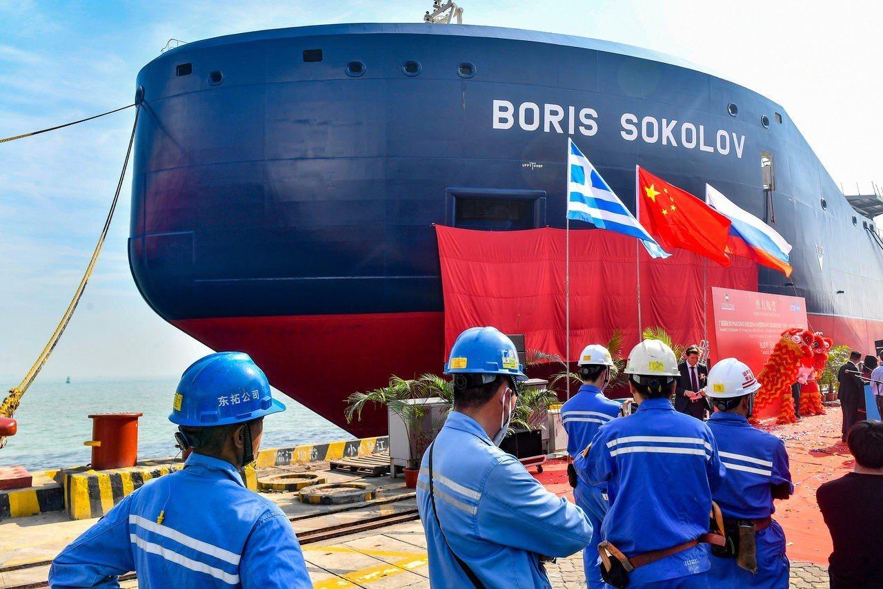 全球首艘極地凝析油輪中國造切冰就像切豆腐 中國新聞社