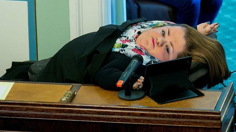 冰島六名反對派議員上個月在首都雷克雅維克一間酒吧裡用不堪的字眼形容女性議員,還戲...