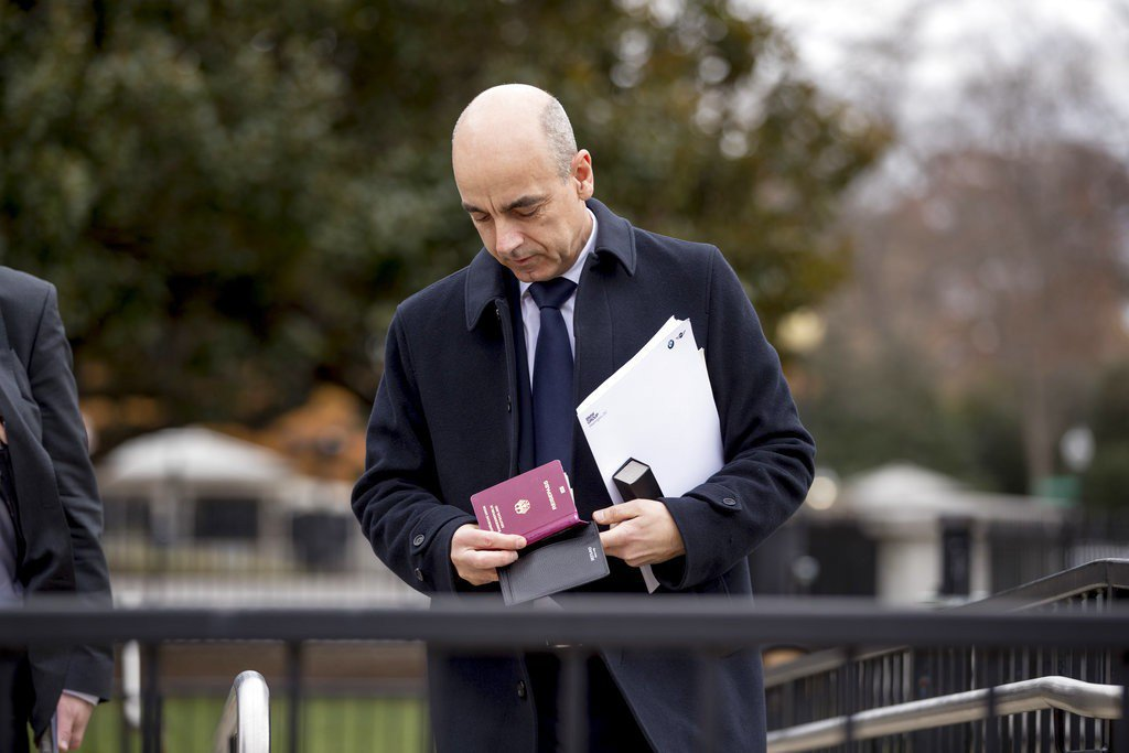 圖為BMW首席財務官尼古拉斯·彼得於4日在華盛頓白宮大樓與川普會面情形。美聯社