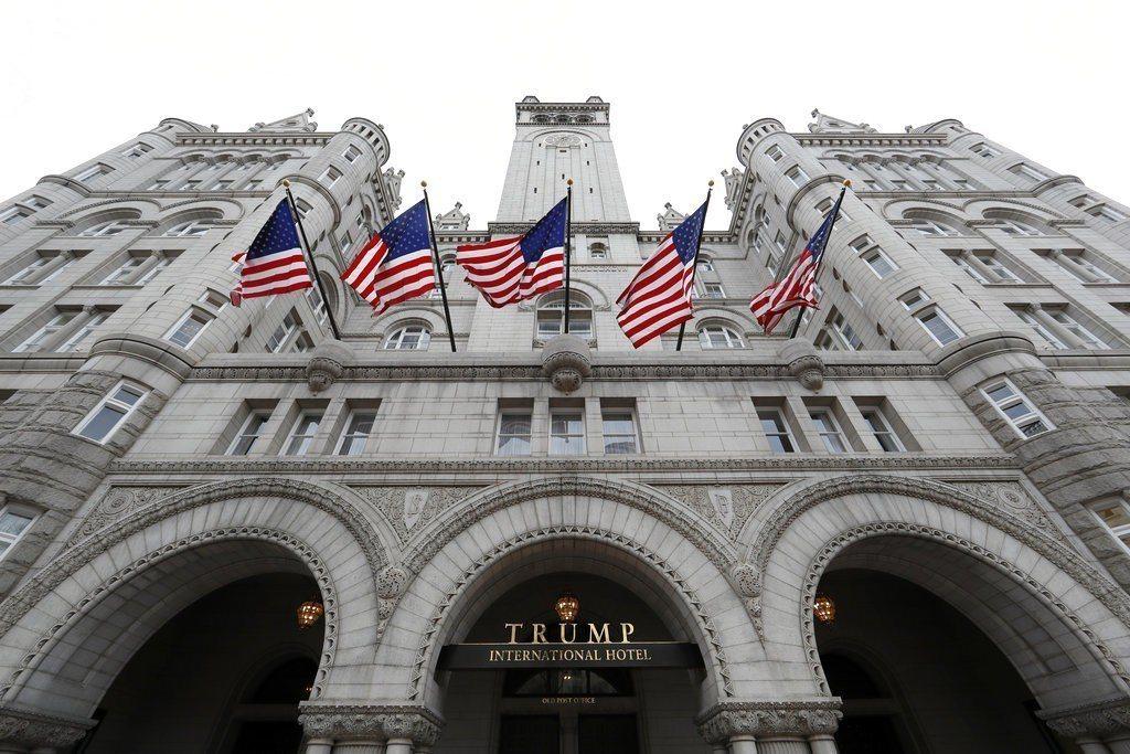 調查重心放在距白宮僅4條街的川普國際飯店(見圖)。想和川普政府搭上線的外國達官顯...