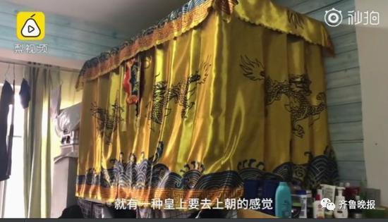 中國大陸山西大二學生花200人民幣(約895元台幣)買「金鑾殿」床罩,反被蚊子狂...