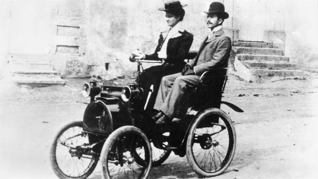 1898年成立的法國雷諾汽車,在1945年二次大戰結束後被法國收歸國有,成為國營...