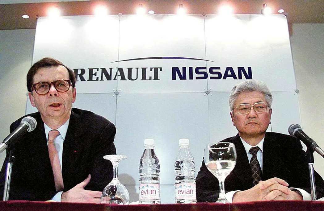 1999年雷諾與日產的合作談判,左為時任雷諾董事長的路易.史懷哲(Louis S...