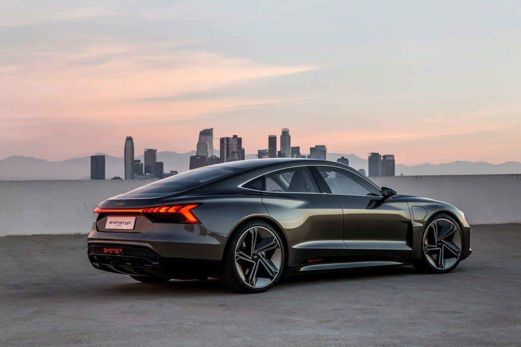 全新Audi e-tron GT Concept為一款GT性能電動轎跑車。 摘自...