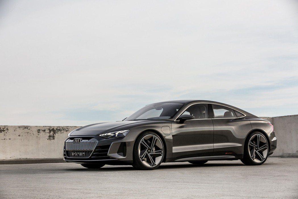 Audi e-tron GT Concept的最大續航距離超過400km。 摘自...