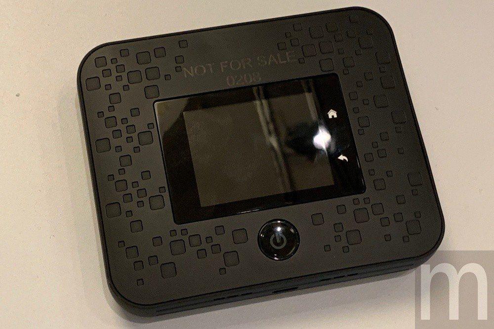 現行5G網路服務使用模式,將以隨身分享器轉換程Wi-Fi網路訊號,分享給眾多裝置...