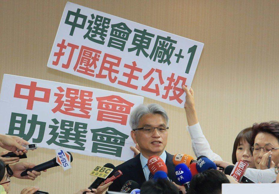 陳英鈐因個人意識形態,任中選會主委時有不少爭議作為。 攝影/柯承惠