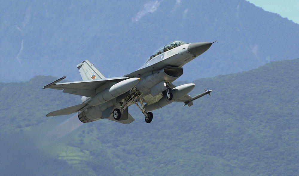 增購的F-16V戰機除補足先前摔機數量,其餘將編成一個聯隊部署台東。 攝影/林瑞...