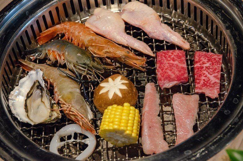 (圖/台灣旅行趣) ▲炭火使燒肉多了一分粗曠的風味。