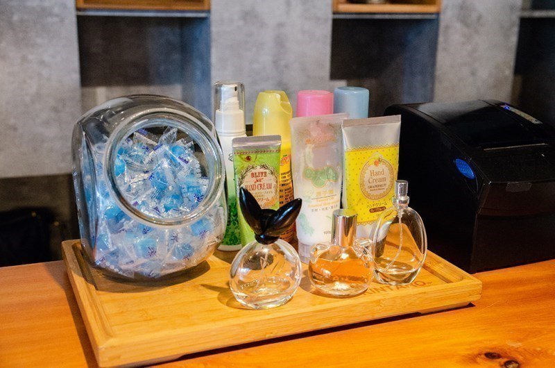 (圖/台灣旅行趣) ▲離開前店家還提供了許多去味產品,甚至還有護手霜,實在太貼心...