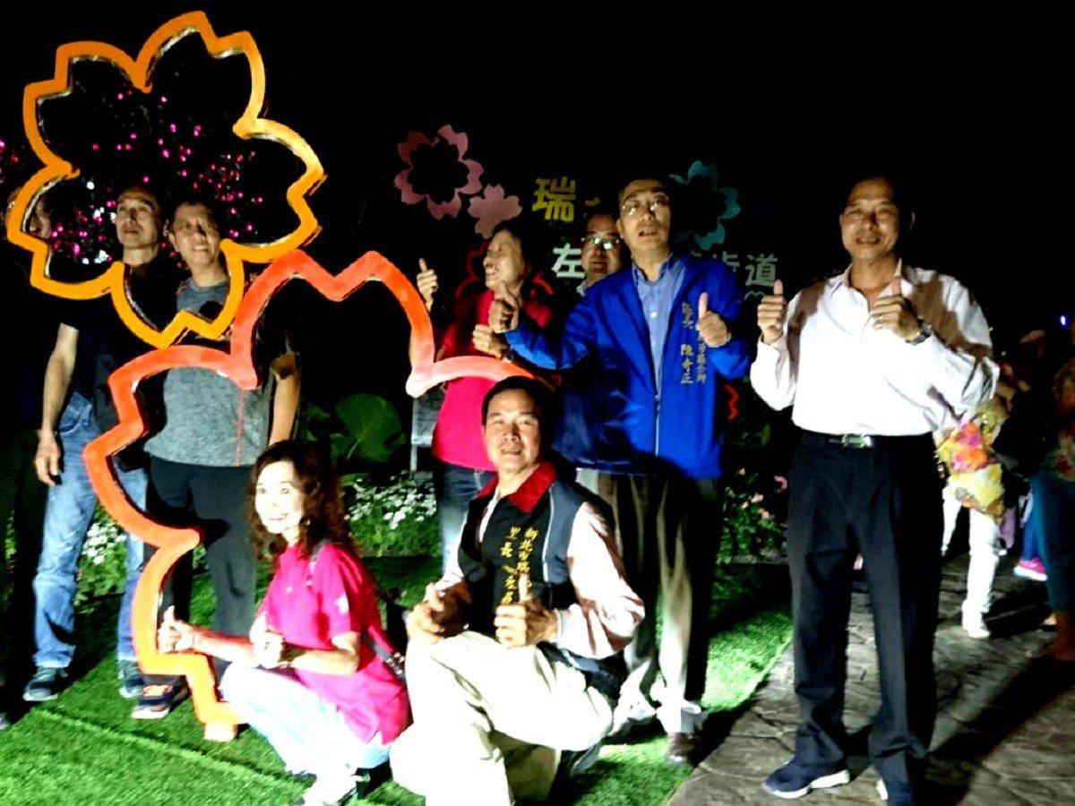 瑞芳區瑞興新村的居民在基隆河畔廣植櫻花,並且舉辦聖誕點燈儀式,歡迎大家有空來瑞芳...