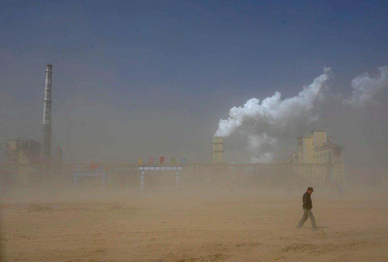 煤對世界造成的毀滅影響,未來主要發生在亞洲,因為如今全球每年消耗的煤,四分之三由...