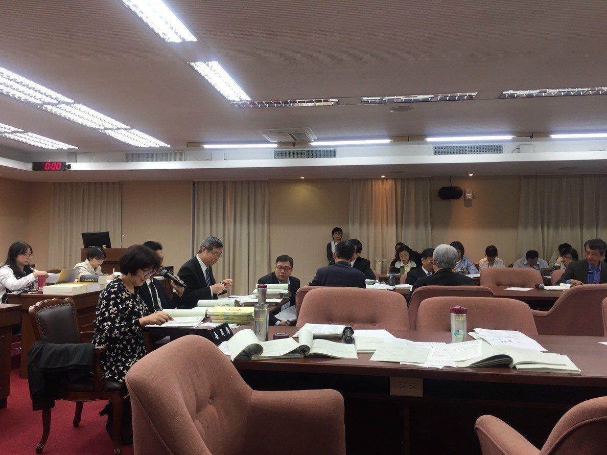 今日立法院交通委員會進行交通部相關預算審查。記者洪安怡/攝影