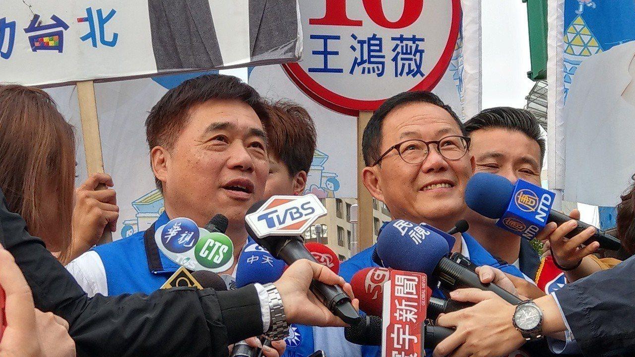 國民黨台北市長候選人丁守中與國民黨副主席郝龍斌(左)。記者楊正海/攝影