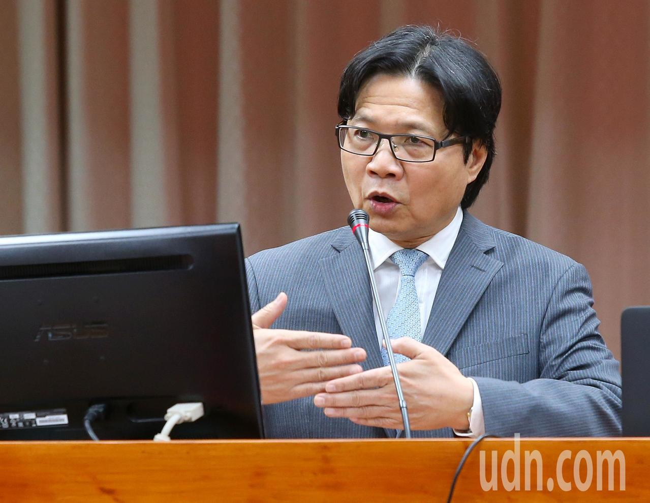 行政院長賴清德表示將推動「2030雙語國家」,教育部長葉俊榮(圖)上午受訪表示,...