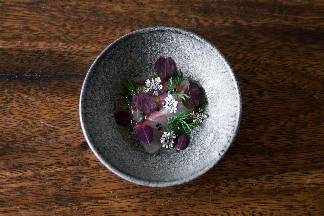 「Simple & Cross極簡與跨界」,是姚成駿料理的精神。 台北晶華/提供