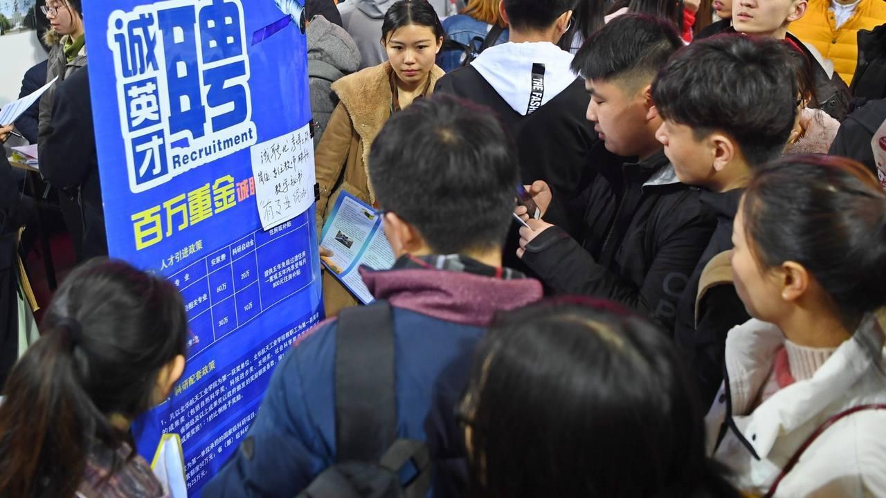 今年中國大陸就業形勢嚴峻,大學應屆畢業生超過800萬,而許多企業則減少招聘數量或...