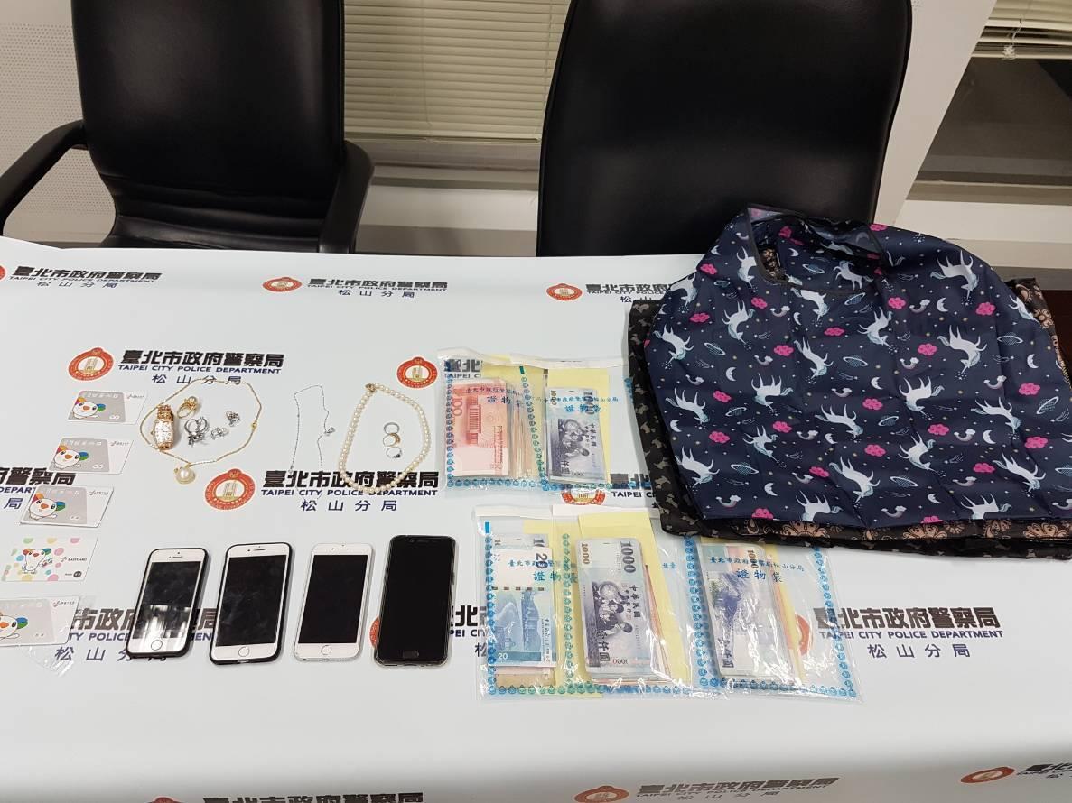 警方3日在西門町逮捕來台詐騙的大陸廣東「祈福黨」五名嫌犯,並查扣11萬元現金與8...
