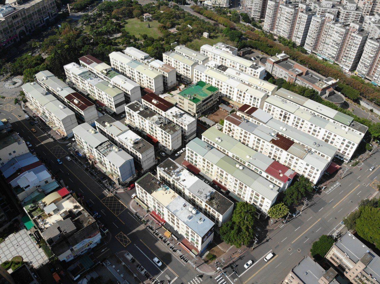 新竹市東區孟竹國宅有580戶,是屋齡36年的老房子,已啟動自主都更計畫。照片/市...