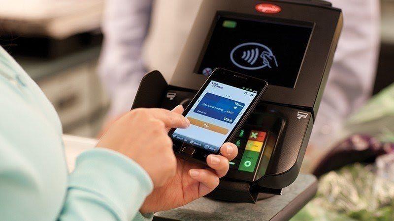 民眾在榮民醫院看診可以利用「公務機關信用卡繳費平台」刷卡付費。圖/聯合報系資料照