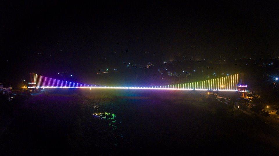 竹崎公園新增吊橋光雕。圖/賴國華提供