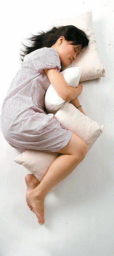 挑選適合自己的床,對生活品質有極大幫助。報系資料照