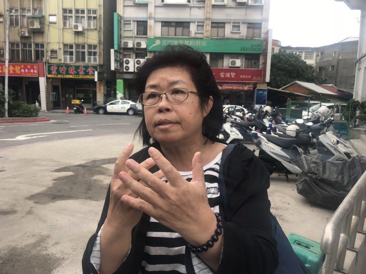 軍中人權守護者「黃媽媽」陳碧娥今至派出所提告恐嚇。記者蕭雅娟/攝影