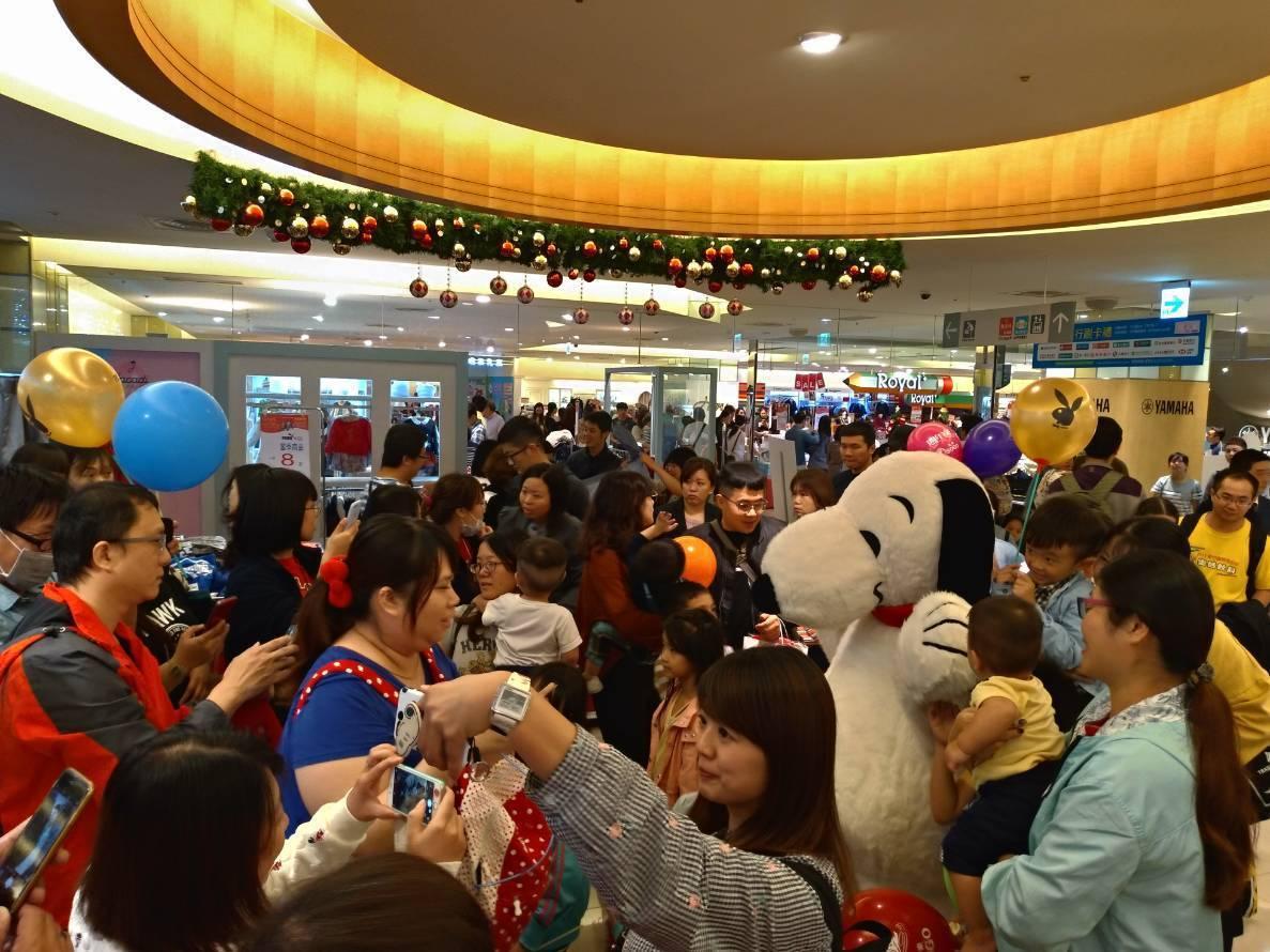 遠東SOGO百貨新竹Big City館週年慶,人潮滿滿。圖/業者提供