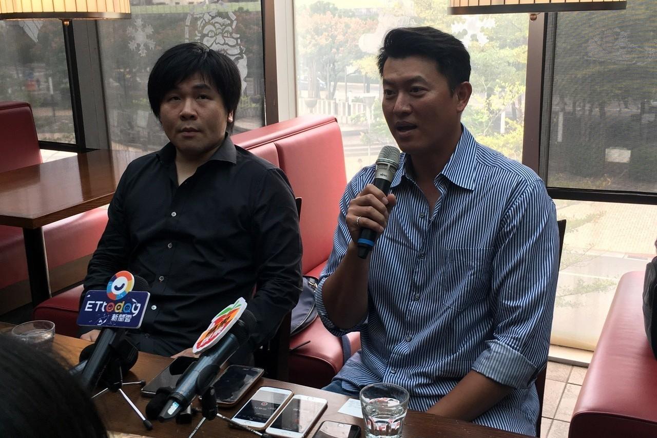 王建民(右)與紀錄片《後勁:王建民》導演陳惟揚(左)。記者葉姵妤/攝影