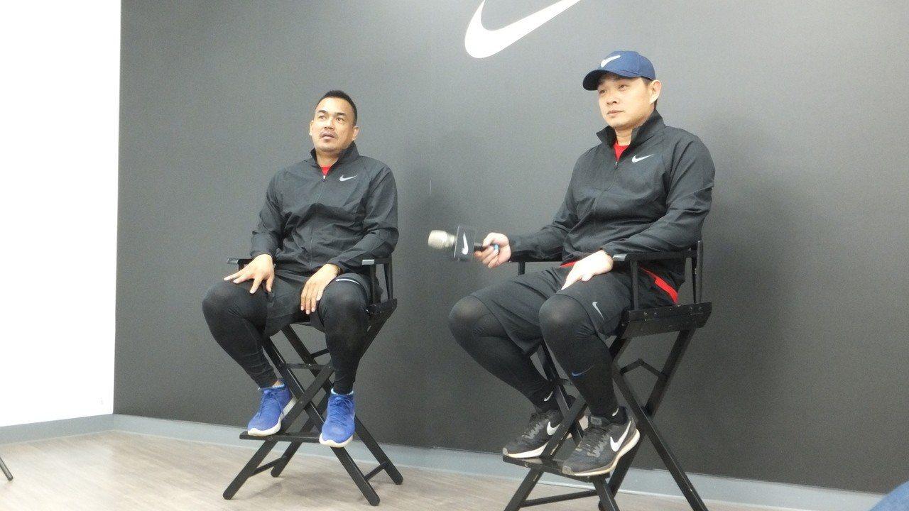 陳金鋒(左)、彭政閔一起在青棒訓練營亮相,兩人有說有笑。記者藍宗標/攝影