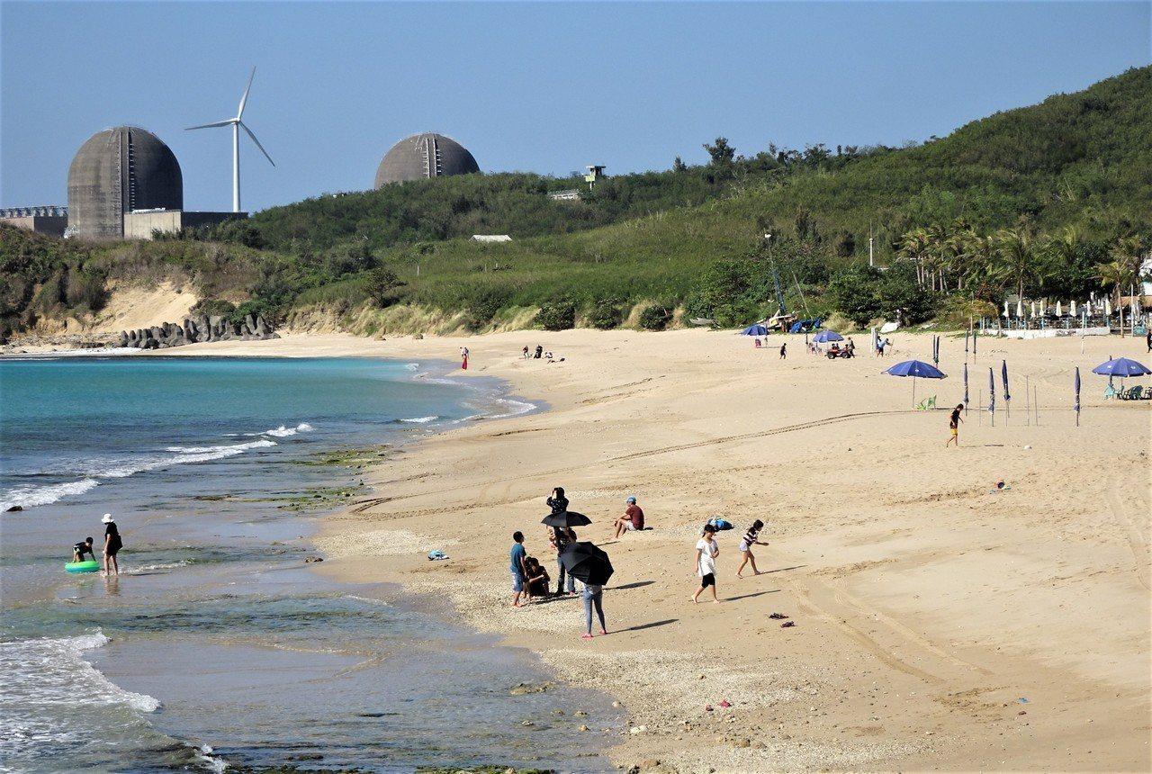 屏東墾丁呈現前所未有的蕭條景象,高人氣的南灣沙灘遊客稀寥;看準「韓流」帶動的陸客...